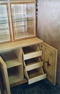 Detail - Einzelmöbel für Privatkunden mit Intarsien und Wurzelfurnier