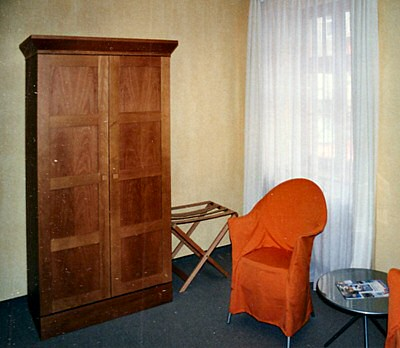 Schrank 2t�rig im Hotel Bernado Belotto in Pina