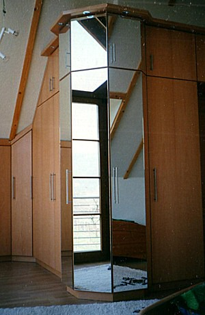Einbau-Schlafzimmermöbel Buche mit Spiegeltüren